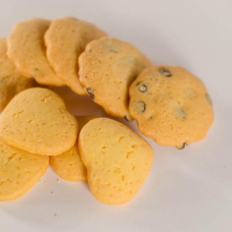 Biscotti pastafrolla neutri o con gocce di cioccolato :: I dolci
